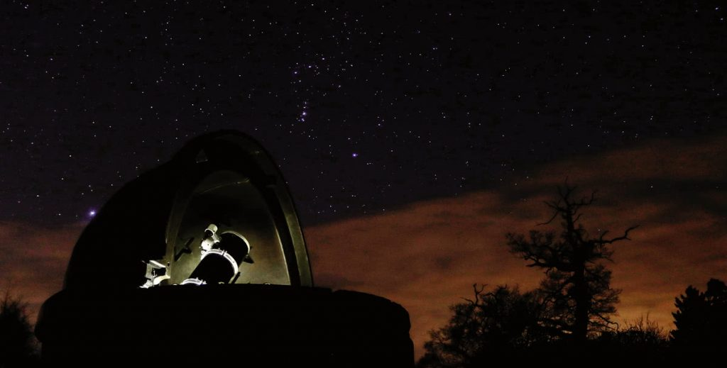 Wolvas Observatory at night
