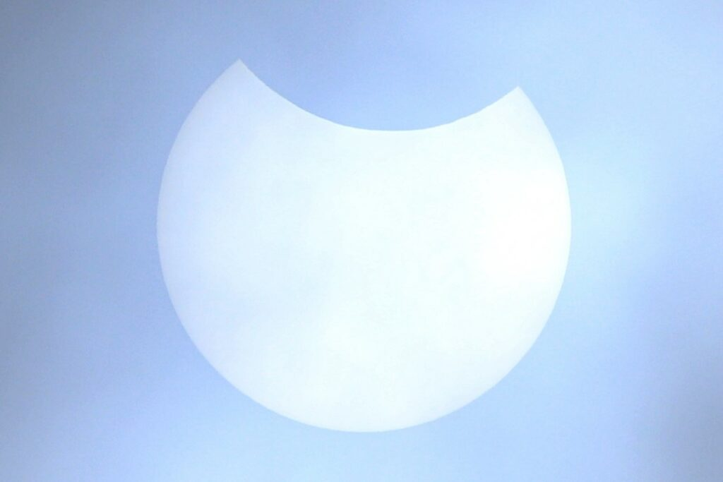 DSLR photo of the eclipse (Doug Bickley)